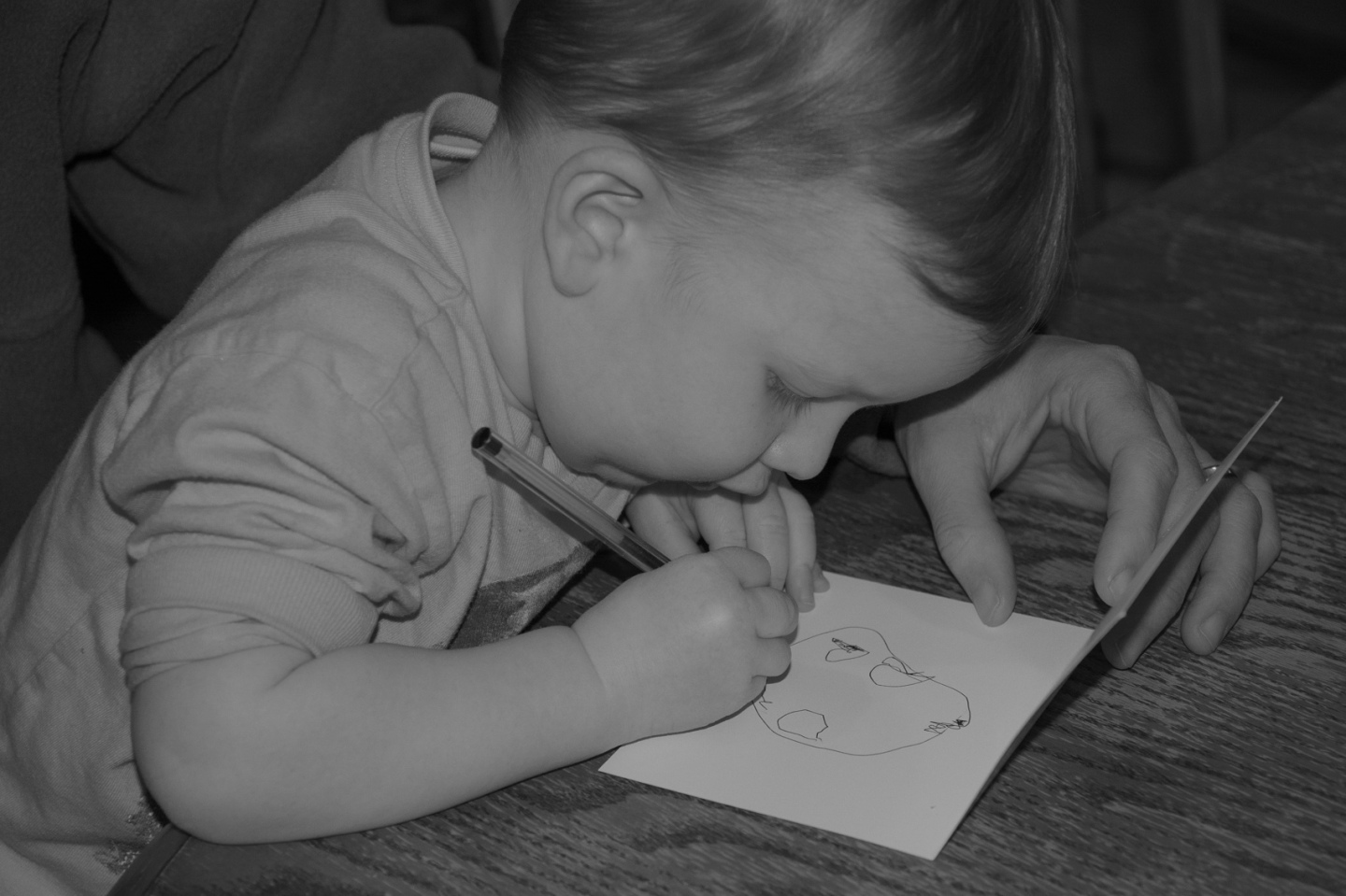 Toddler using pen to draw