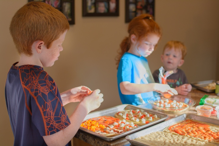 Documentary photograph of children making pizza