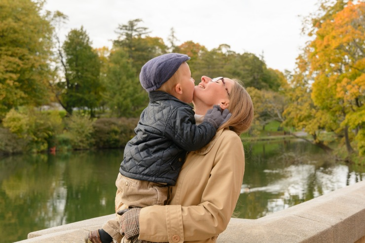 Toddler kissing mom's chin